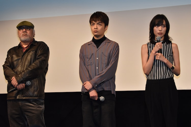 左から緒方明、岡山天音、戸田恵梨香。