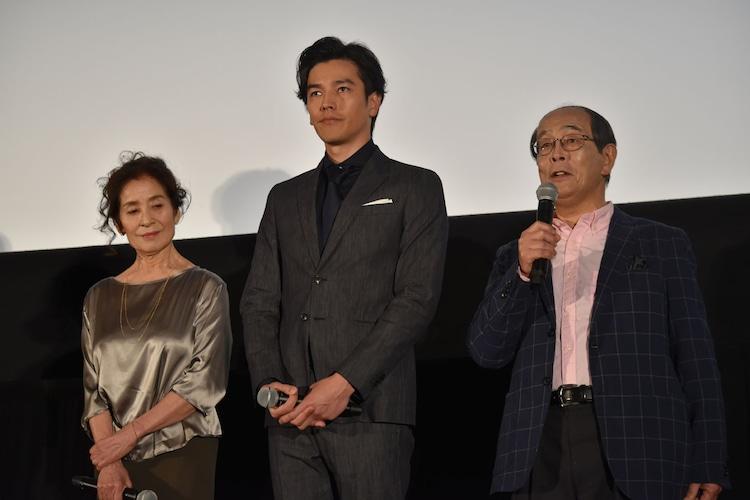 左から倍賞美津子、要潤、志賀廣太郎。