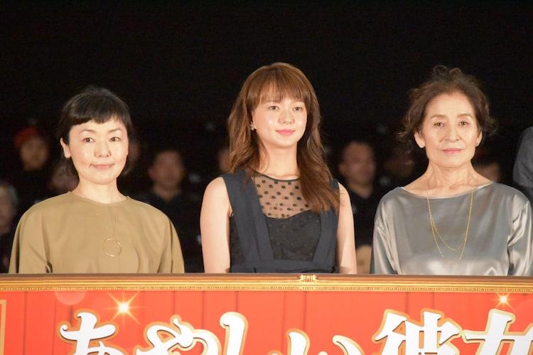 左から小林聡美、多部未華子、倍賞美津子。