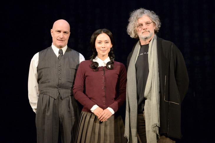 舞台「猟銃」会見の様子。左からロドリーグ・プロトー、中谷美紀、フランソワ・ジラール。