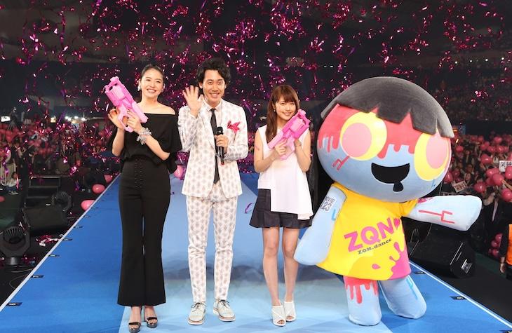「GirlsAward 2016 SPRING / SUMMER」より、「アイアムアヒーロー」スペシャルステージの様子。
