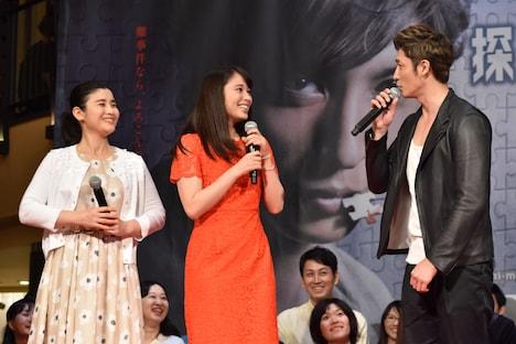 「女性から見た御手洗潔の魅力は?」と聞かれ、即座に答えられない石田ひかり(左)と広瀬アリス(中央)。