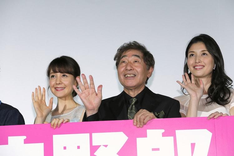「任侠野郎」初日舞台挨拶より、左からトリンドル玲奈、蛭子能収、橋本マナミ。