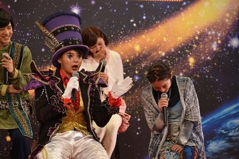 「最年少」を「最少年」と言ってしまい、吉村崇にツッコまれた柳美稀(右)。