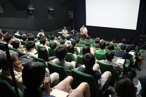 塩田明彦による連続講義「映画表現論-演技と演出」の様子。