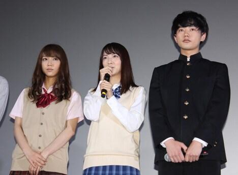 「人狼ゲーム プリズン・ブレイク」の初日舞台挨拶より、左から山谷花純、小島梨里杏、渡辺佑太朗。