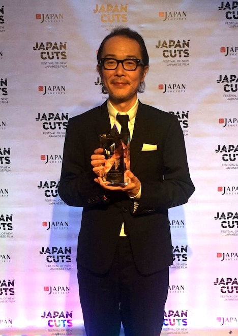 CUT ABOVE賞 for Outstanding Performance in Filmを受賞したリリー・フランキー。