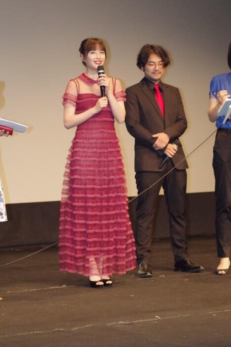 第20回プチョン国際ファンタスティック映画祭より、広瀬すず(左)と小泉徳宏(右)。