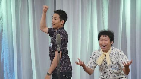「M-1グランプリ2016」1回戦に出場した、エミアビの森岡龍(左)と前野朋哉(右)。