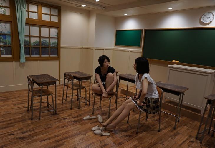 学校の教室を模した撮影スペース。
