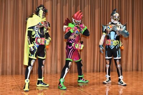 左から仮面ライダースナイプ(レベル2)、仮面ライダーエグゼイド(レベル2)、仮面ライダーブレイブ(レベル2)。