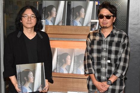 左から岩井俊二監督、真鍋昌平。