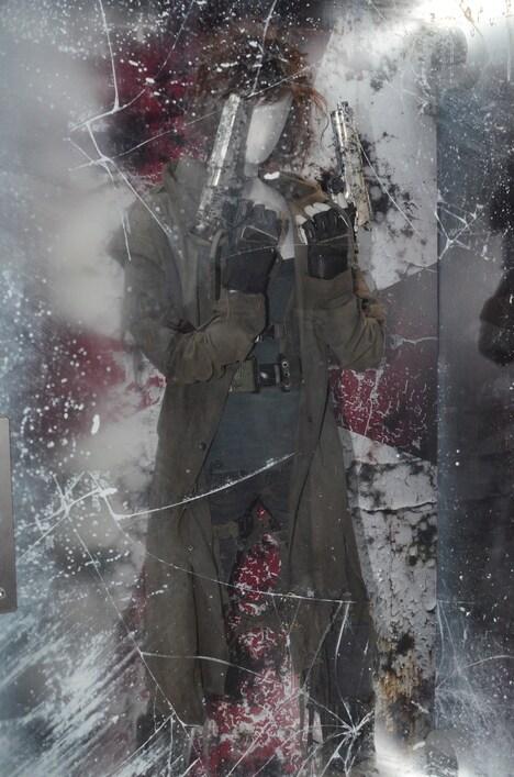 「バイオハザード:ザ・ファイナル」の撮影にてミラ・ジョヴォヴィッチが実際に着用した衣装。