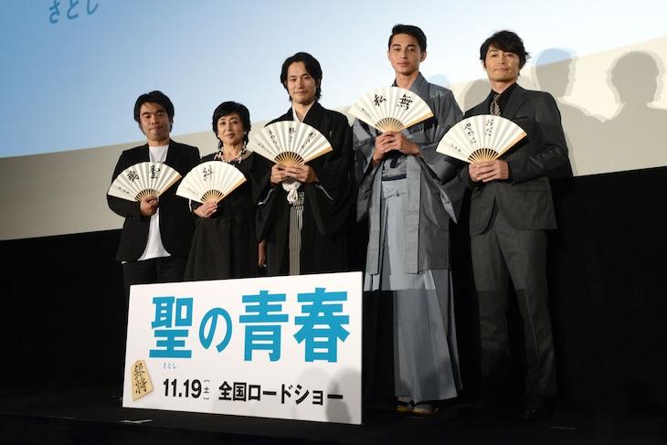 「聖の青春」完成披露試写会の様子。左から森義隆、竹下景子、松山ケンイチ、東出昌大、安田顕。