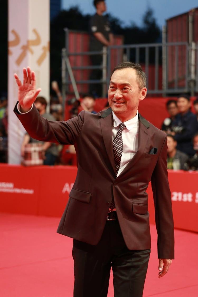 渡辺謙と李相日、「怒り」引っさげ釜山国際映画祭のレッドカーペットに ...