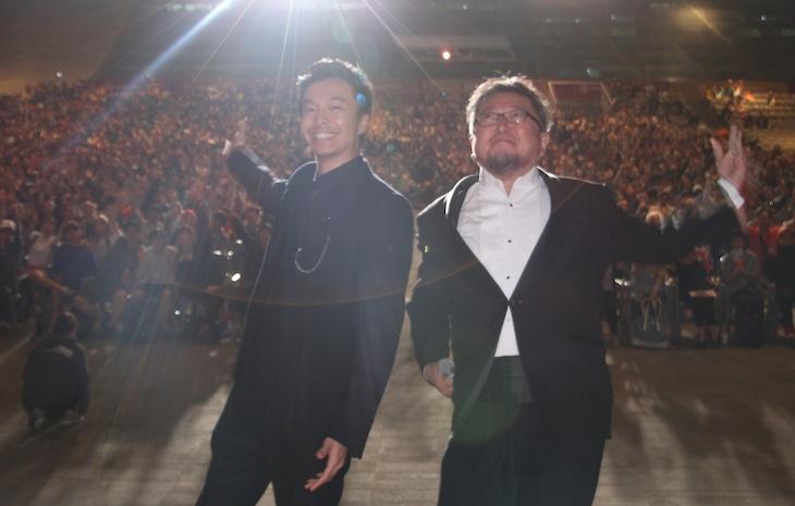 第21回釜山国際映画祭舞台挨拶の様子。左から長谷川博己、樋口真嗣。