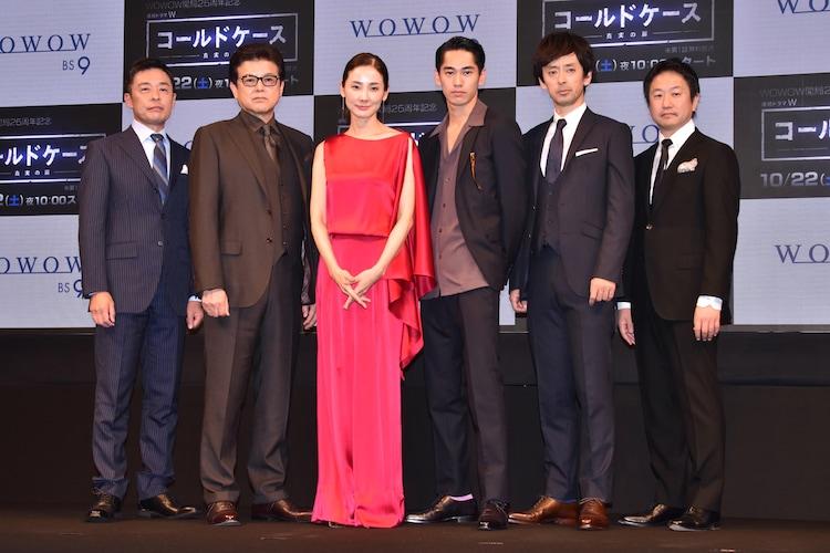 「コールドケース ~真実の扉~」舞台挨拶の様子。左から光石研、三浦友和、吉田羊、永山絢斗、滝藤賢一、波多野貴文。