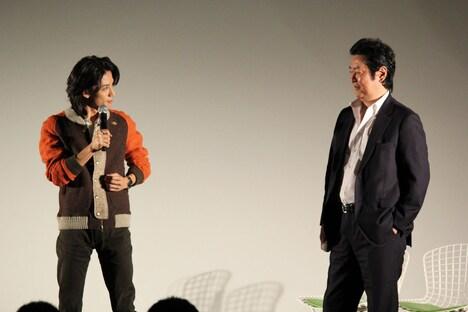 左から半田健人、井上敏樹。