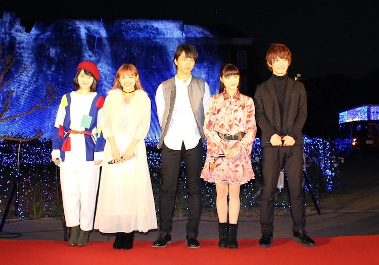 長崎・ハウステンボスにて点灯式に参加した「イタズラなKiss THE MOVIE」シリーズ出演者たち。左から灯敦生、山口乃々華、佐藤寛太、美沙玲奈、大倉士門。