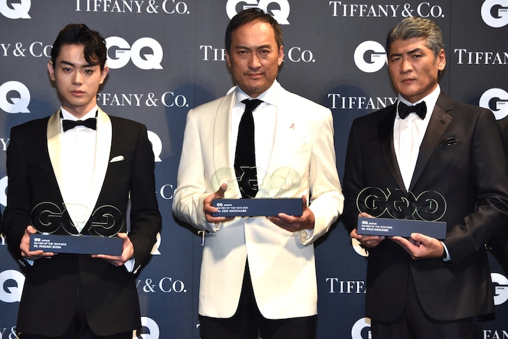「GQ MEN OF THE YEAR 2016」授賞式の様子。左から菅田将暉、渡辺謙、吉川晃司。