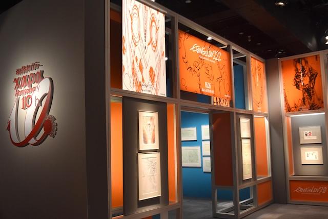 「株式会社カラー10周年記念展 ~過去(これまで)のエヴァと、未来(これから)のエヴァ。そして現在(いま)のスタジオカラー。~」展示の様子。(c)カラー