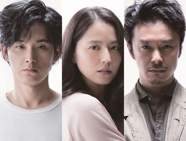 「散歩する侵略者」キャスト。左から松田龍平、長澤まさみ、長谷川博己。