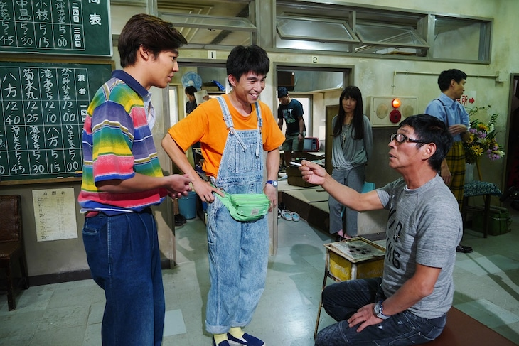 「Jimmy ~アホみたいなホンマの話~」撮影現場の様子。左から小出恵介、中尾明慶、明石家さんま。