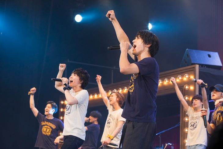 「YES! WE CAN!」より。前列左から神木隆之介、吉沢亮。