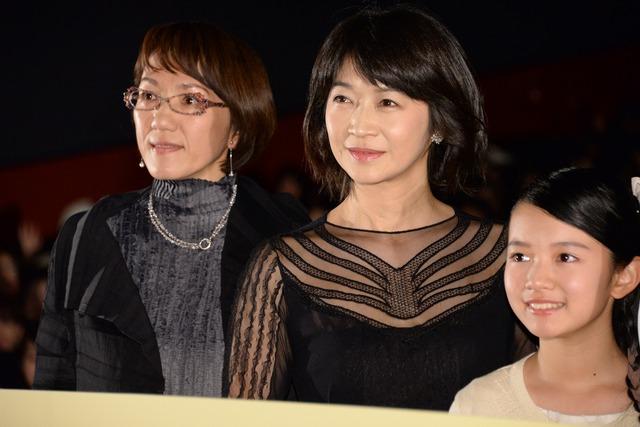 「彼らが本気で編むときは、」完成披露試写会にて、左から荻上直子、田中美佐子、柿原りんか。