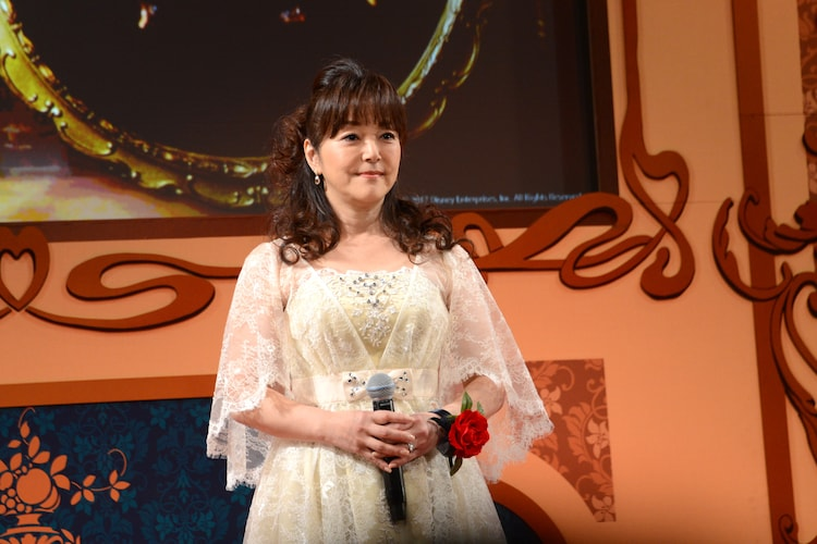ポット夫人役の岩崎宏美。