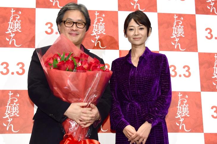 「お嬢さん」ジャパンプレミアの様子。左からパク・チャヌク、真木よう子。