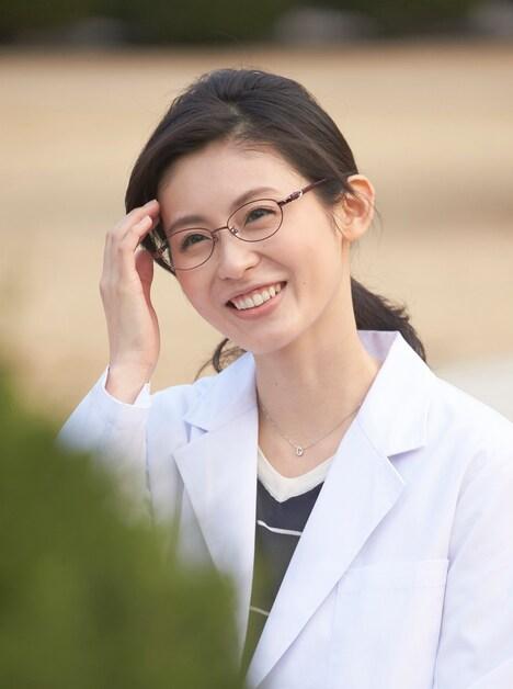 映画「ピーチガール」より、本仮屋ユイカ演じる安芸操。