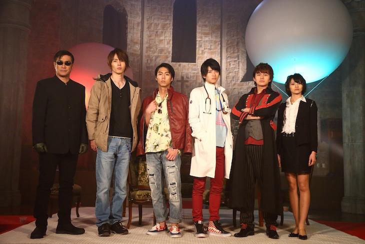 左から木野薫、剣崎一真、九条貴利矢、宝生永夢、駆紋戒斗、湊耀子。
