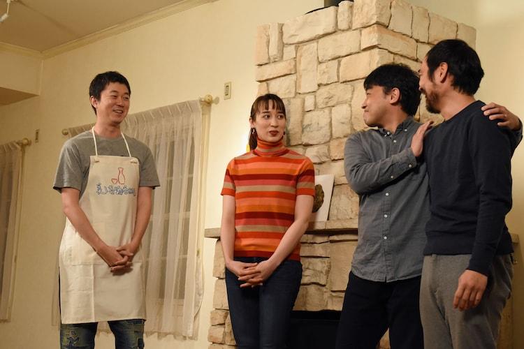 「ニコイチです」という紹介で登場した山本浩司(中央右)と松浦祐也(一番右)。