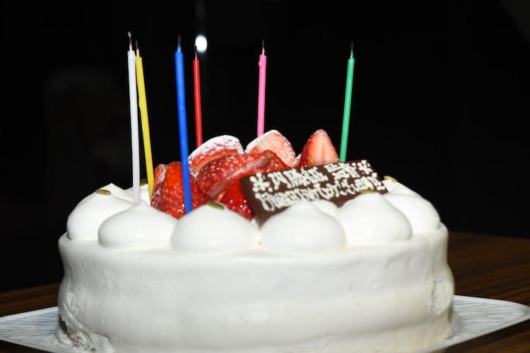 内藤誠に贈られた誕生日ケーキ。