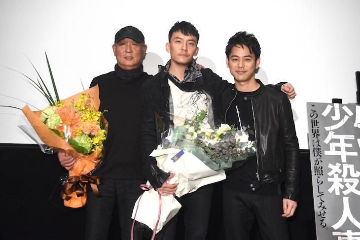 「クーリンチェ少年殺人事件」舞台挨拶の様子。左からプロデューサーのユー・ウェイエン、主演のチャン・チェン、ゲストの妻夫木聡。