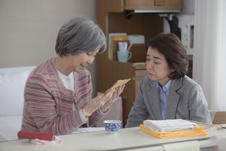 「いつまた、君と ~何日君再来~」より野際陽子(左)。(c)2017「いつまた、君と ~何日君再来~」製作委員会