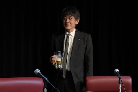 ビールジョッキ片手に登場し、観客を沸かせた白倉伸一郎。