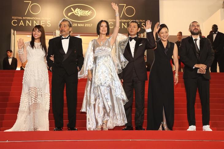 第70回カンヌ国際映画祭にて、「光」公式上映時の様子。左から水崎綾女、藤竜也、河瀬直美、永瀬正敏、神野三鈴、イブラヒム・マーロフ。 (c)Kazuko Wakayama