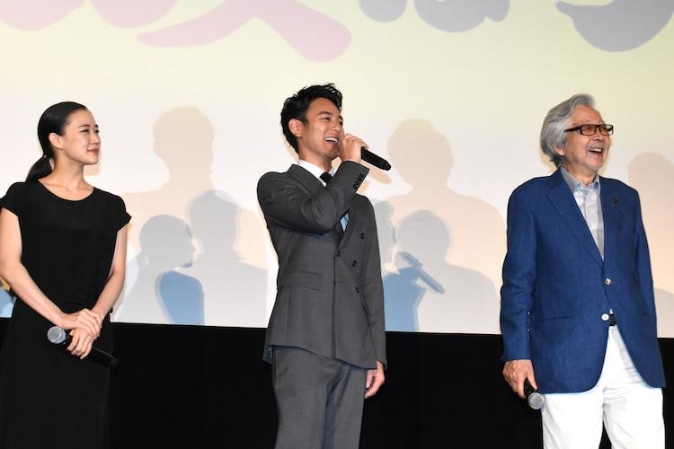 左から蒼井優、妻夫木聡、山田洋次。