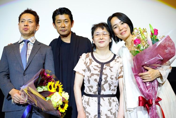 「光」の大ヒット御礼舞台挨拶にて、左から大谷重司氏、永瀬正敏、田中正子氏、河瀬直美。