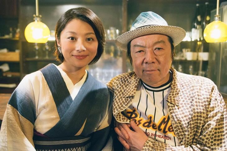 「下北沢ダイハード」より左から小池栄子、古田新太。
