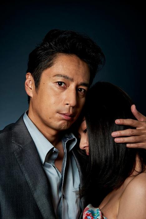 「恋と嘘」主人公・葵の叔父、四谷大輔を演じるチュートリアルの徳井義実(左)。