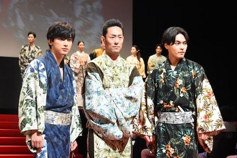 左から吉沢亮、中村勘九郎、柳楽優弥。