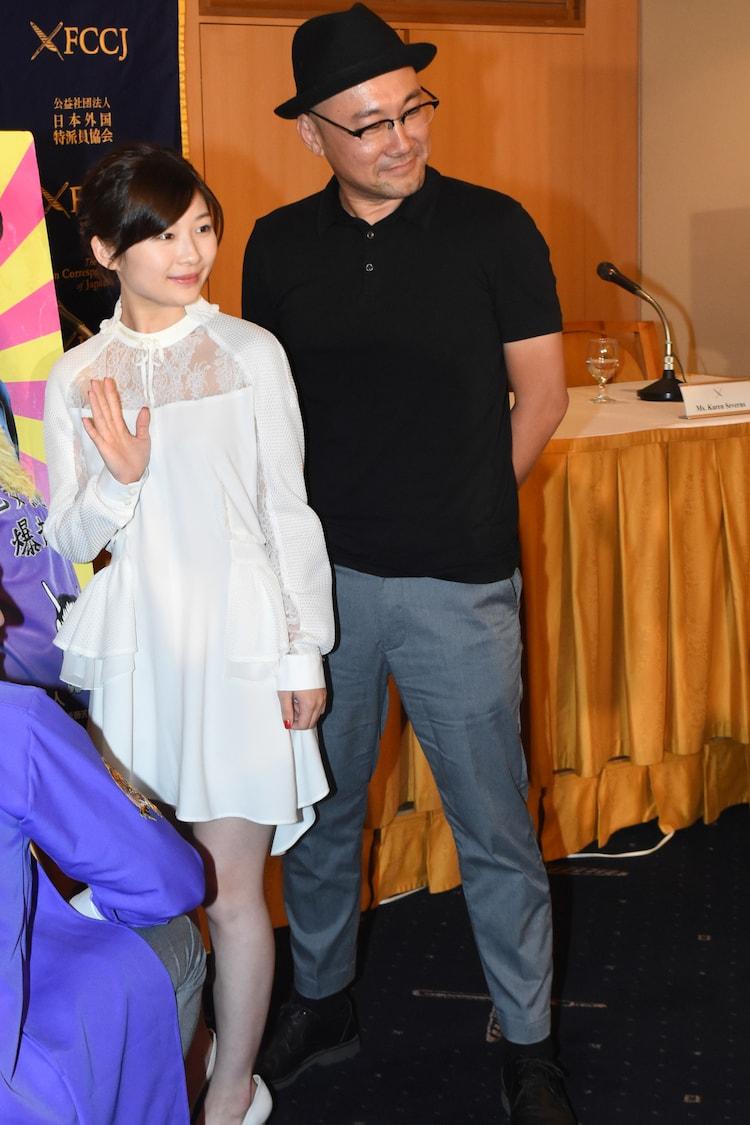 左から伊藤沙莉、監督の内田英治。