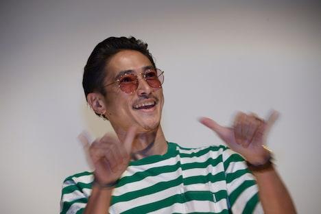 観客への挨拶で武藤敬司のモノマネをする窪塚洋介。