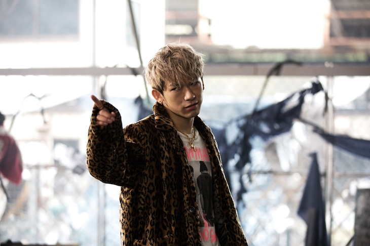 「HiGH&LOW THE MOVIE 2 / END OF SKY」より、NAOTO演じるジェシー。
