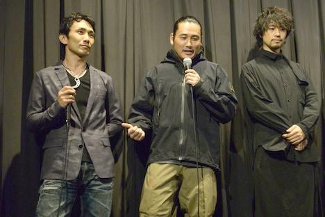 左から下村勇二、坂口拓、斎藤工。
