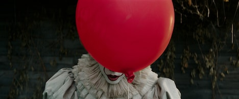 """「IT/イット """"それ""""が見えたら、終わり。」 (c)2017 WARNER BROS. ENTERTAINMENT INC. AND RATPAC-DUNE ENTERTAINMENT LLC. ALL RIGHTS RESERVED."""