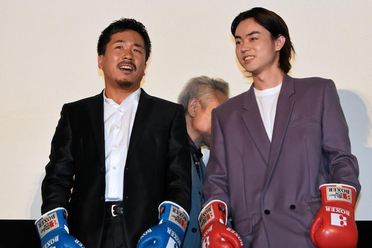 左からヤン・イクチュン、菅田将暉。